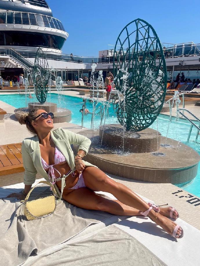 Česká Jennifer Lopez míří až ke hvězdám: Smyslná Sabine se pochlubila luxusními zážitky z Dubaje