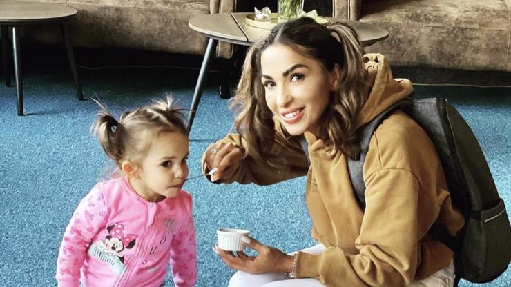 Jako matka s dcerou: Anife Vyskočilová na babičku rozhodně nevypadá!