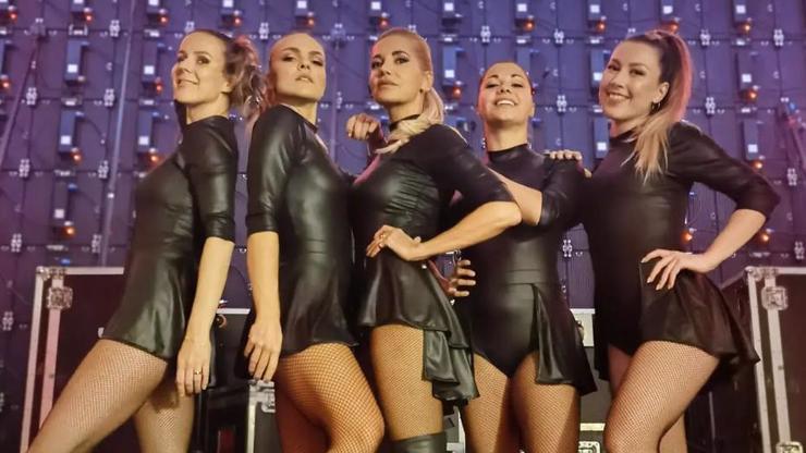 Návrat Pussycat Dolls? Ne, toto je Dara Rolins a její holky! Tyhle kočky jí dělají křoví