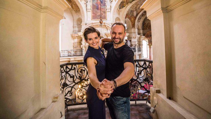 Další dvojicí ve StarDance  je farářka Martina a Marek Dědík: Je lehká jako pírko, jásá