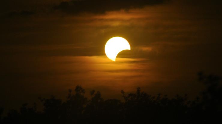 Obloha nabídne magické zatmění Slunce: S jakou pomůckou ho nejlépe pozorovat