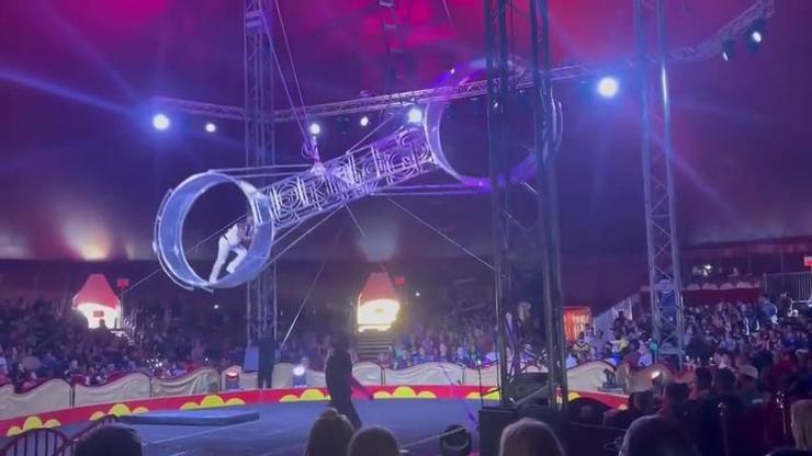 VIDEO: Obří atrakce v cirkusu se utrhla, artista se podruhé narodil