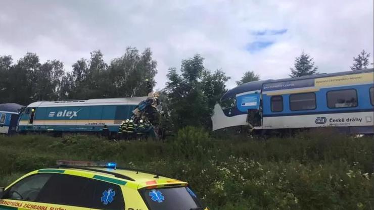 Děsivá srážka vlaků na Domažlicku: 3 mrtví a desítky zraněných