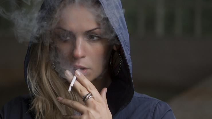 Překvapivé výsledky studie: Kouření pomáhá v boji proti koronaviru, tvrdí vědci