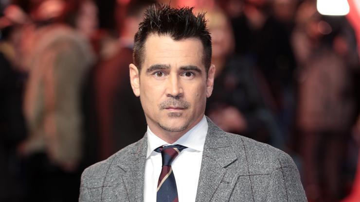Sukničkář Colin Farrell svádí boj s drogami a alkoholem. Přesto mu podlehly Angelina Jolie či Demi Moore