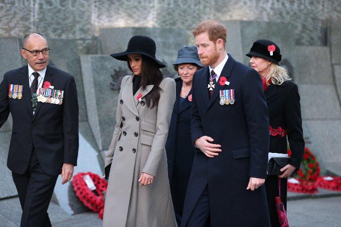 Popularita prince Harryho klesá. S bratrem Williamem jsou stále na ostří nože