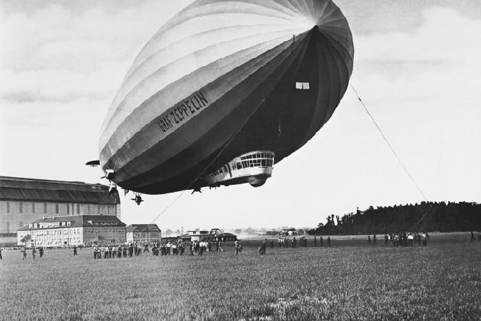 Odkazuje na legendární Zeppelin.